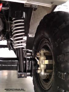 Автомобиль оснащён дисковыми тормозами.