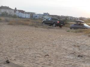 Вытаскиваем застрявших на пляже.