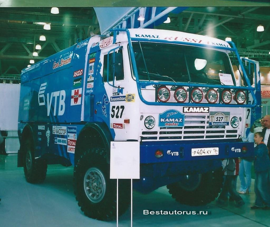 КАМАЗ-4911с турбодизельным ЯМЗ 7Э846.10 V8. 830 л/с, мкас. скорость - 180 км/ч, разгон до 100 км/ч за 10 секунд.