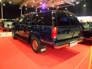 Chevrolet Suburban K2500 rear-left
