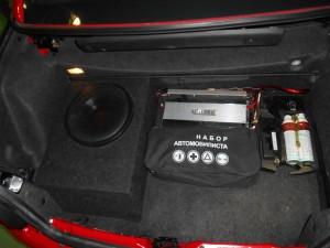 Багажник вполне обёмный. Даже сабвуфер с усилителем поместились, оставив достаточно места для разных вещей.