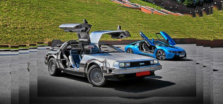 BMW i8 и DeLorean DMC-12 — вперед в будущее.