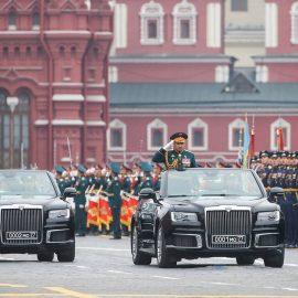 Сравниваем парадные кабриолеты: последний ЗИЛ и первый Аурус.