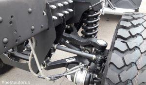 Здесь возможна установка рулевой тяги для обеспечения поворота задних колёс. Но это потребует переноса энергоаккумулятора тормозов.